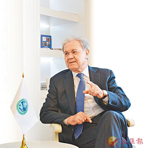 ■阿利莫夫點讚中國政府工作報告,顯示對深化改革開放的勇氣和決心。  記者葛沖  攝