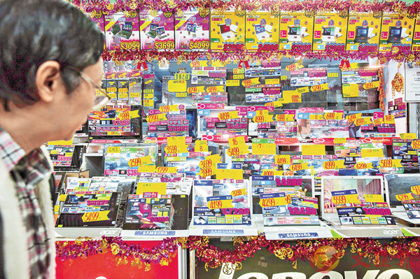 ■香港的人均電子垃圾量在2015年高踞亞洲榜首。圖為深水�鼮q腦產品商店。 資料圖片