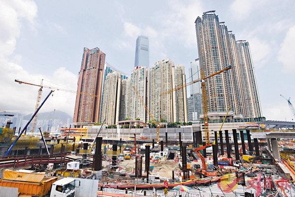 ■梁振英期望可爭取按照法律做好「一地兩檢」,發揮高鐵效益。圖為高鐵香港西九龍站地盤。 資料圖片
