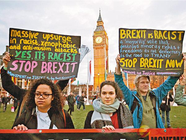 ■反脫歐民眾在國會外抗議。法新社