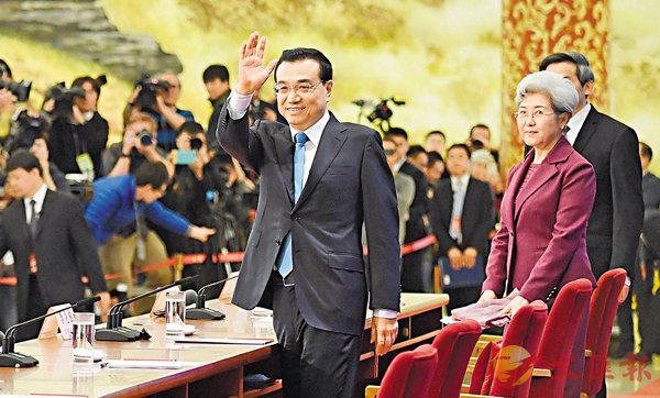 ■李克強昨日在北京人民大會堂與中外記者見面,並回答記者提問。  新華社