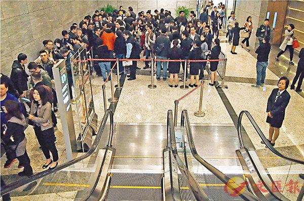 ■匯璽昨日推售,有約350組大手買家空手而回。 記者蘇洪鏘  攝