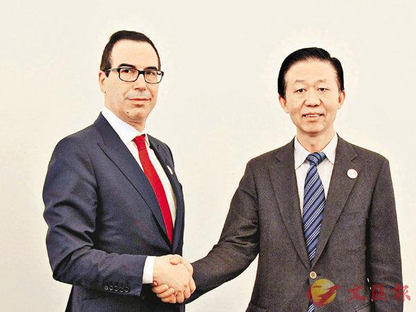 ■肖捷(右)與姆努欽舉行兩人履新後首次會談。中新社