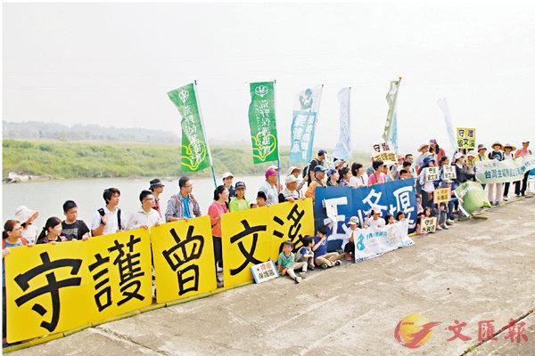 ■環保團體昨日同步在台北、台中、台南以及高雄等城展開守護水資源行動。 中央社