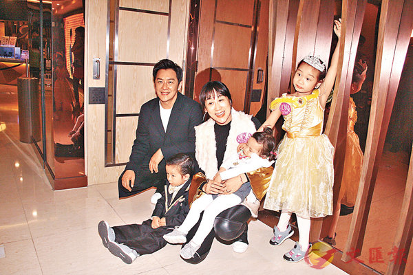 ■陳浩民夫婦只帶兒子和兩位女兒到場。