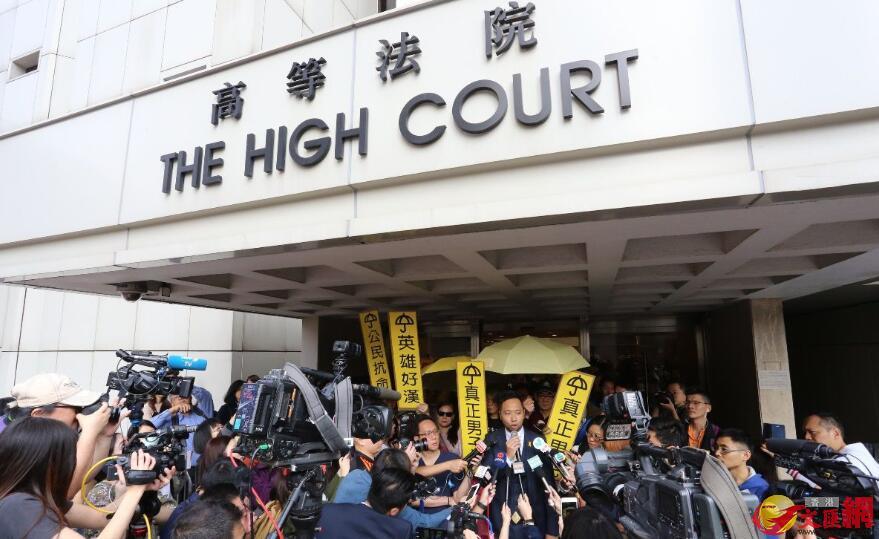 曾健超早上到達高等法院。