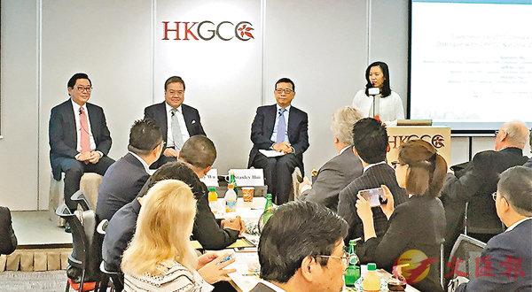 ■胡定旭、林健鋒及許漢忠昨出席香港總商會舉辦的座談會,分享他們在剛結束的兩會所見所聞。