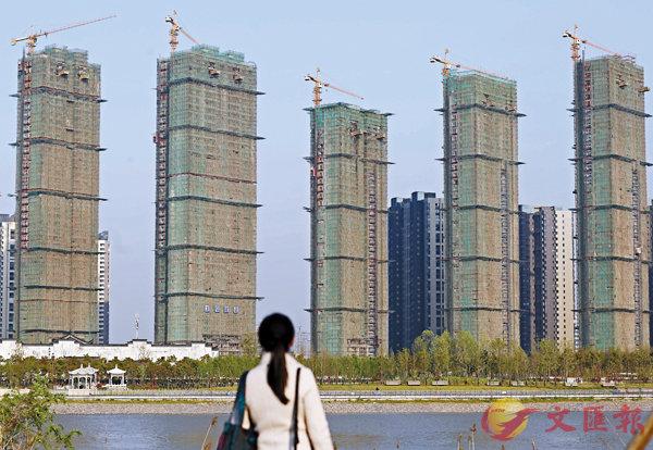 ■進入3月以來,已經有16個內地城市出台了新一輪樓市調控政策。圖為江蘇南京一處在建樓盤。 資料圖片
