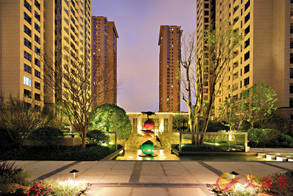 ■上海樓市近日回暖,一些高端住宅在摩拳擦掌準備開售。 記者孔雯瓊  攝