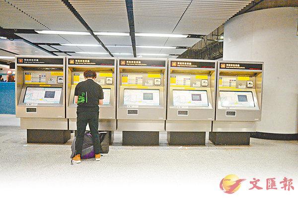 ■港鐵「第二程九折」優惠將被「八達通票價程程回贈3%」取代。 梁祖彝 攝
