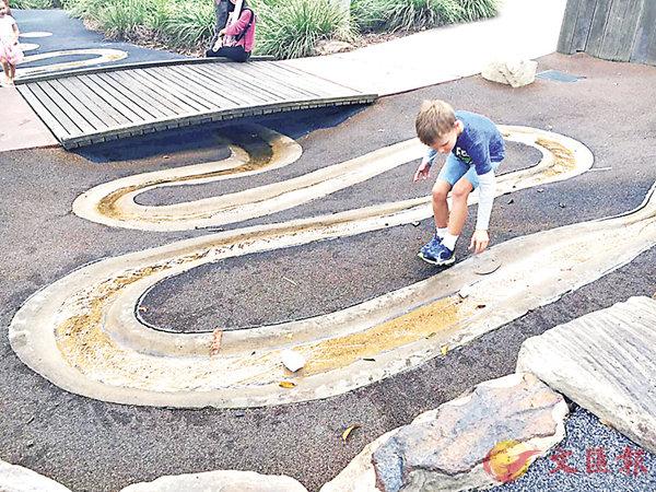■筆者在澳洲見識到當地不一樣的兒童遊樂場。 教大供圖
