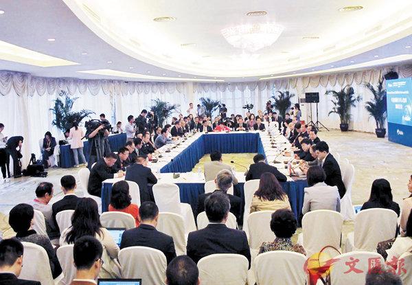 ■「華商領袖與華人智庫圓桌」會議昨日在博鰲舉行。 何玫  攝