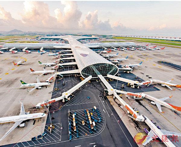 ■深圳機場新航季日均計劃航班量將首次突破1,000班。 記者郭若溪  攝