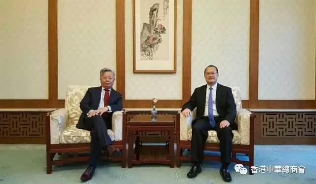 今年1月,中總會長蔡冠深(右)與亞投行行長金立群在北京會面(中總供圖)。