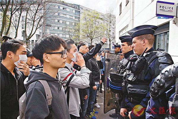 法警闖屋殺人  華社怒火街頭 (圖)