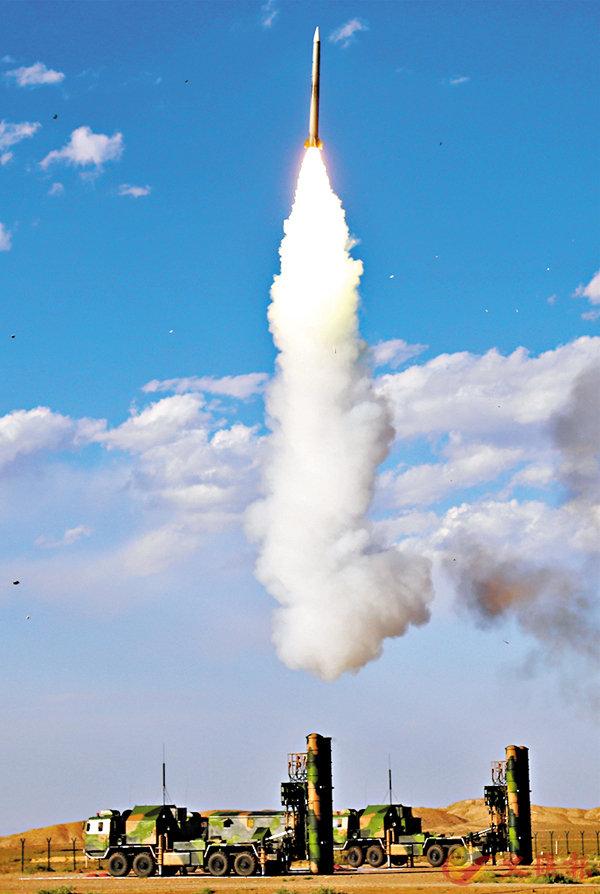 ■中俄兩軍今年將舉行第二次反導聯合演習。圖為解放軍空軍地面防空兵開展實戰化訓練。 資料圖片