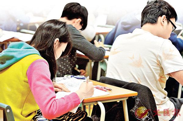 ■今年考生整體壓力指數見3年新高,近兩成人自評壓力達到10分最高分。 設計圖片