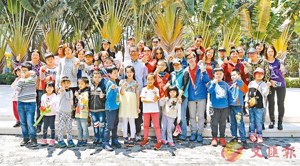 ■陳茂波邀請來自天水圍十多個基層家庭到司長官邸歡聚。      網誌圖片