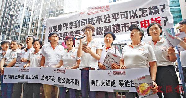 ■「愛護香港力量」發起街站聯署行動,促請當局從速檢控「佔領」參與及煽動者。 劉國權  攝