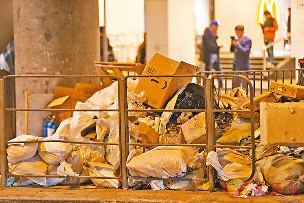 ■垃圾徵費實施後,估計一個4人家庭每月須付30元至50元。 資料圖片