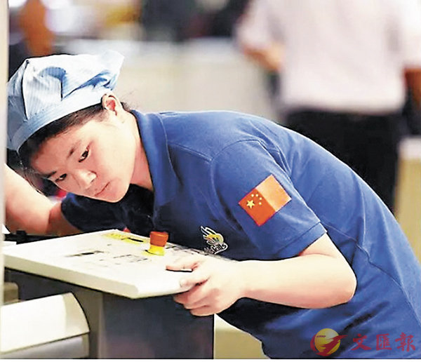 ■張淑萍曾在世界技能大賽的印刷媒體技術項目競技中摘得銀牌。像她這樣的「灰領」在職場上越來越搶手。 網上圖片