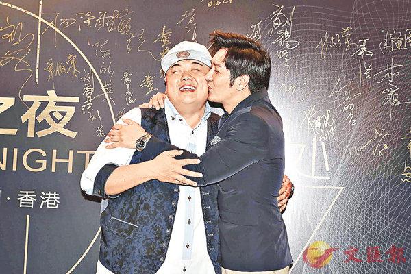 ■陳浩民(右)當眾吻向林子聰,二人確是私交甚篤。