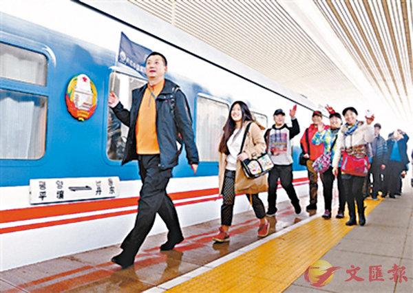 ■中國遊客乘專線赴朝鮮旅遊。 網上圖片