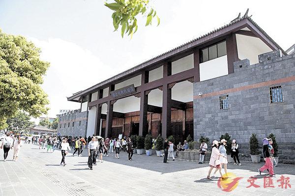 ■雲南「史上最嚴」旅遊市場整治措施昨日實施後,騰沖遊客減少。記者丁樹勇 攝