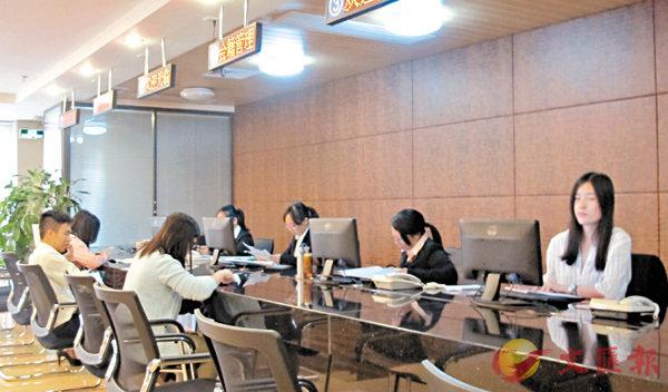 ■人行廣州分行數據顯示,截至2月末廣東共辦理了391筆企業全口徑跨境融資簽約備案業務。 盧靜怡 攝
