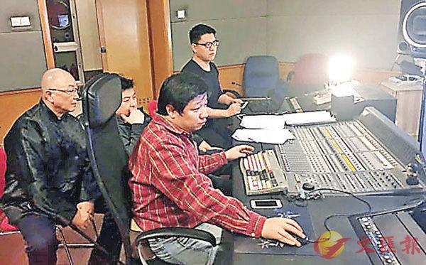 ■馬不停蹄的譯製片工作者在錄音棚內。新華社