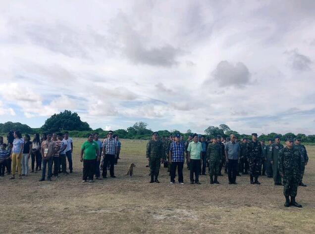 菲國防部長率軍方登島。