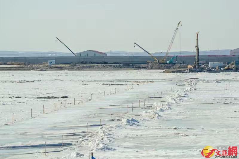 大橋冬季施工不間斷。