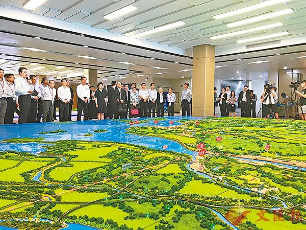 ■香港考察團在江門了解珠西交通樞紐規劃。 胡若璋 攝