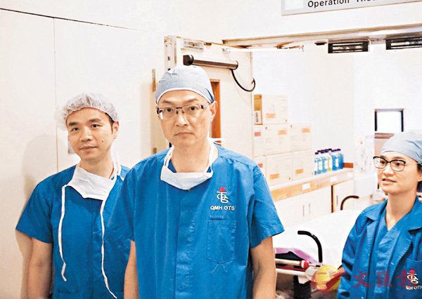 ■盧寵茂(中)料鄧桂思未來兩三日可不再使用呼吸機。右為冼瑞靈。 文森 攝