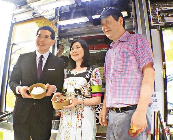 ■蘇錦樑(左一)表示,預料5月底至6月初可逐步實施美食車優化安排。楊佩韻  攝