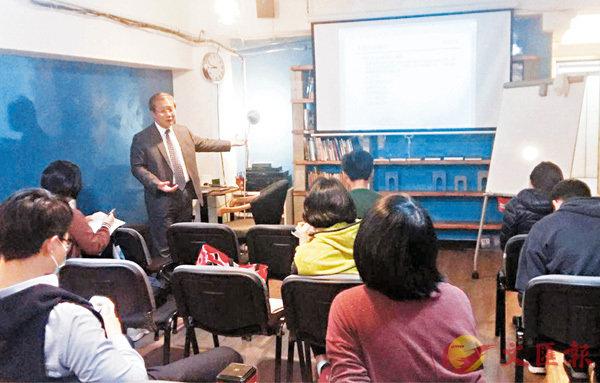 ■從「香港民間學院」的fb圖片可見,學院的課程以授課形式進行,與所謂「興趣班」相去甚遠。 fb圖片