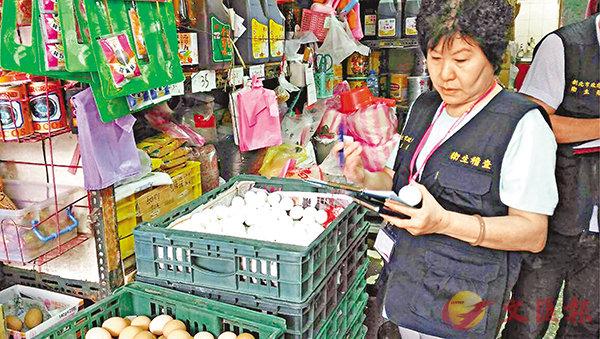 ■新北市府衛生局稽查二噁英超標雞蛋,預防性下架近14萬隻。 中央社