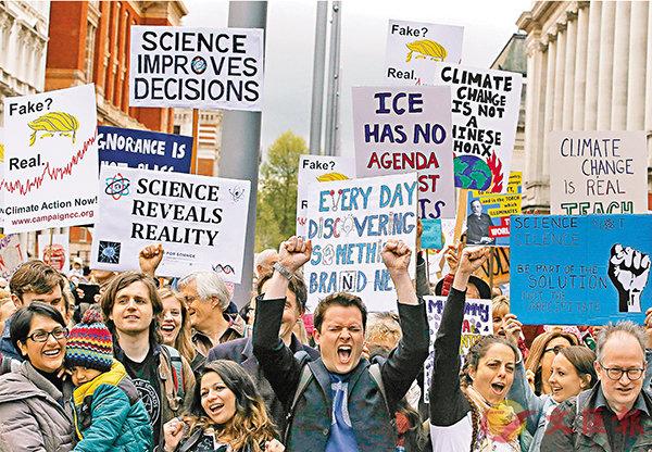 ■倫敦大批人士響應「為科學遊行」。 法新社