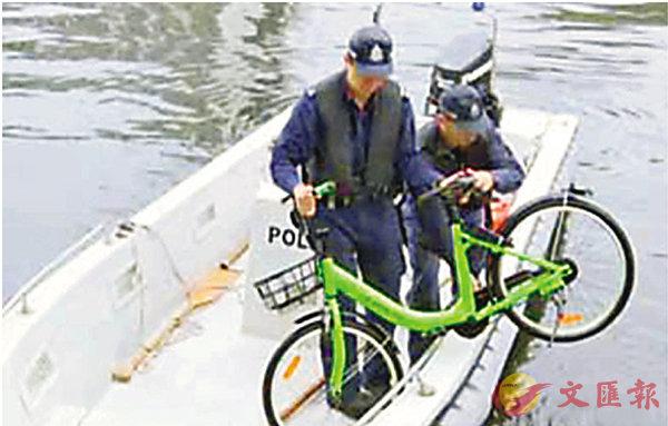 又有共享單車「屍沉」河底 (圖)