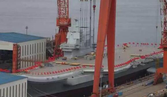 國產航母已掛上紅旗 最快26日下水