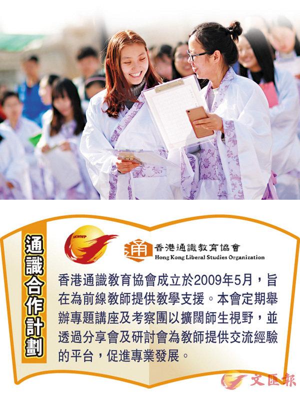 ■天津師範大學文學院舉行古典詩詞創作大賽,參賽的大學生身�蚨~服。 資料圖片
