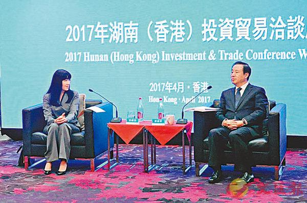 ■許達哲(右)與香港貿發局總裁方舜文會面交流意見。 記者姚進  攝