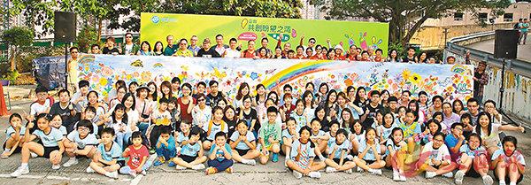 ■基督教靈實協會昨天舉行繪畫活動,邀請逾120位繪畫愛好者完成一幅巨型拼貼畫。受訪者供圖
