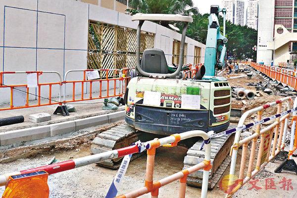 ■4名初中生涉偷駕挖泥機毀壞學校圍牆及物件。
