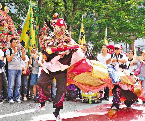 ■舞獅表演。梁祖彝 攝