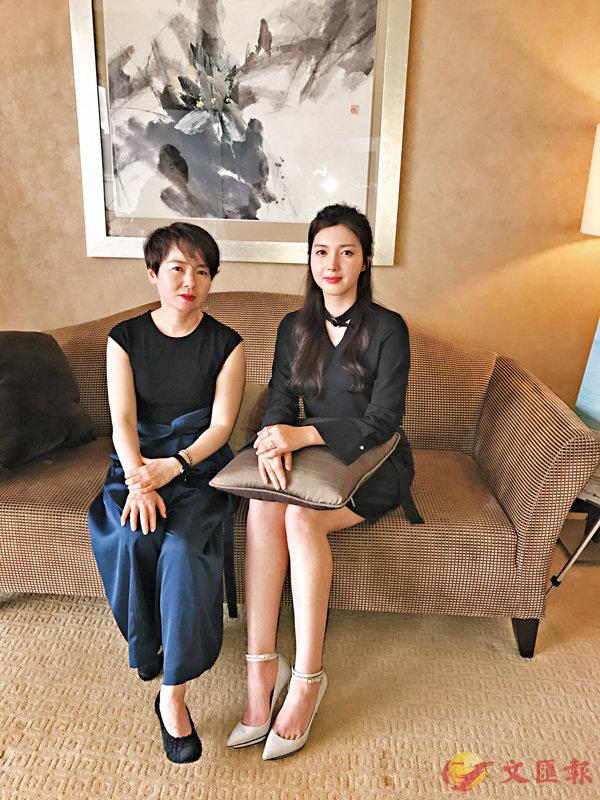 ■導演洪智�恁]左)對女主角蔡舒辰(右)是次的演出大加讚賞。