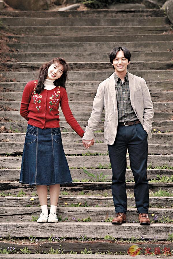 ■卞約漢(右)與蔡舒辰(左)在電影中飾演一對在上世紀80年代熱戀的情侶。