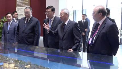 張德江參觀澳門大學校史館