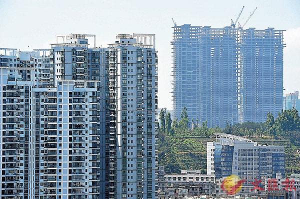 ■社科院《房地產藍皮書》認為,當前的銷售規模難以持續,住宅開發投資增速也將放緩。圖為廈門一處房地產樓盤。 中新社