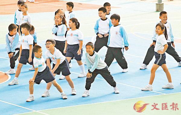 ■在操場主動邀同學遊玩,是幼童培養社交能力的重要階段。 資料圖片